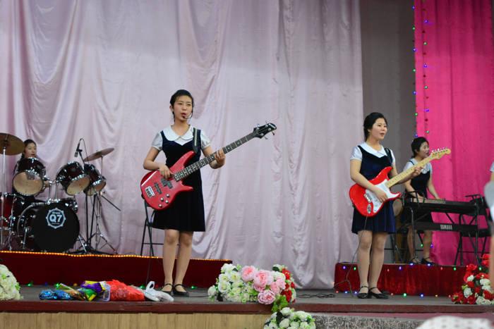 Coreia do Norte - apresentação na escola