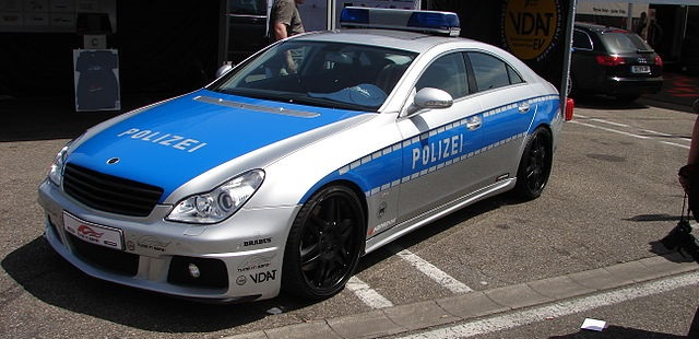 Top 10 carros de polícia mais caros do mundo - Mercedes Benz Brabus Rocket