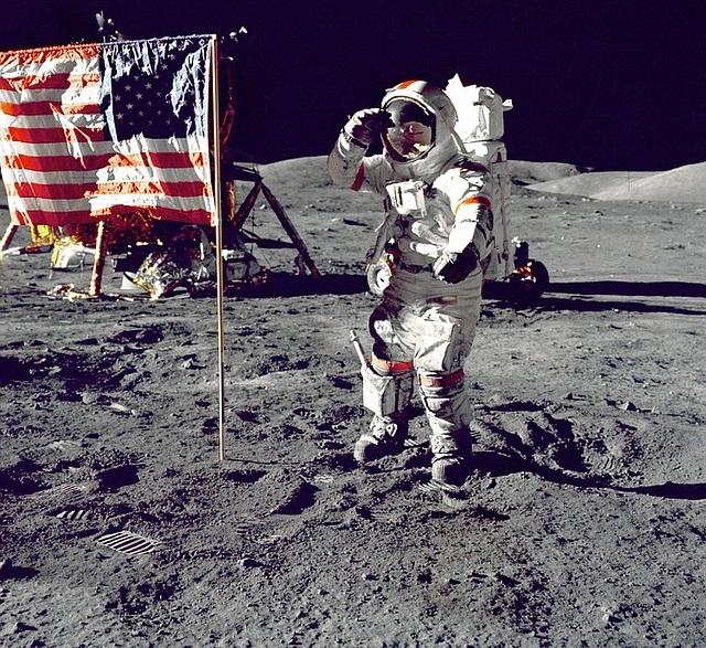 Asbandeirasdos Estados Unidos ainda estão na Lua