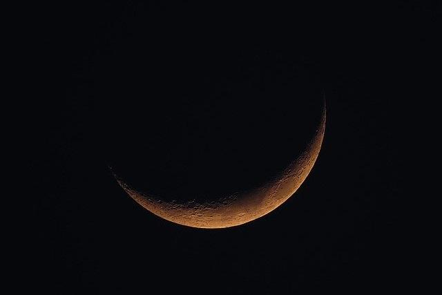 A Lua não produzluz natural