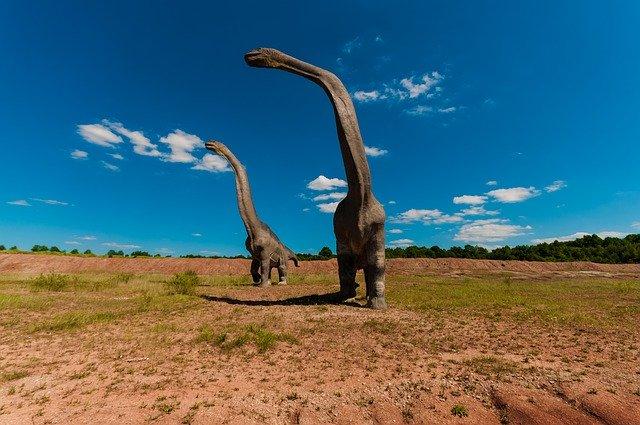 Dinossauros tão altos quanto um prédio