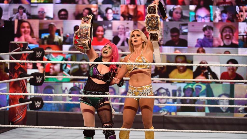 Charlotte y Asuka como campeonas