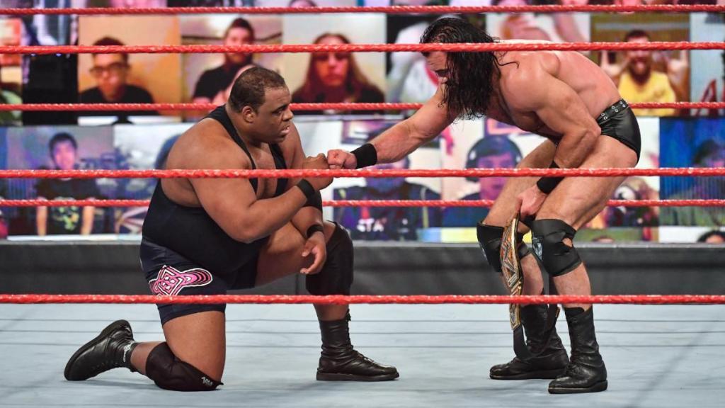 Keith Lee tras su combate con Drew McIntyre