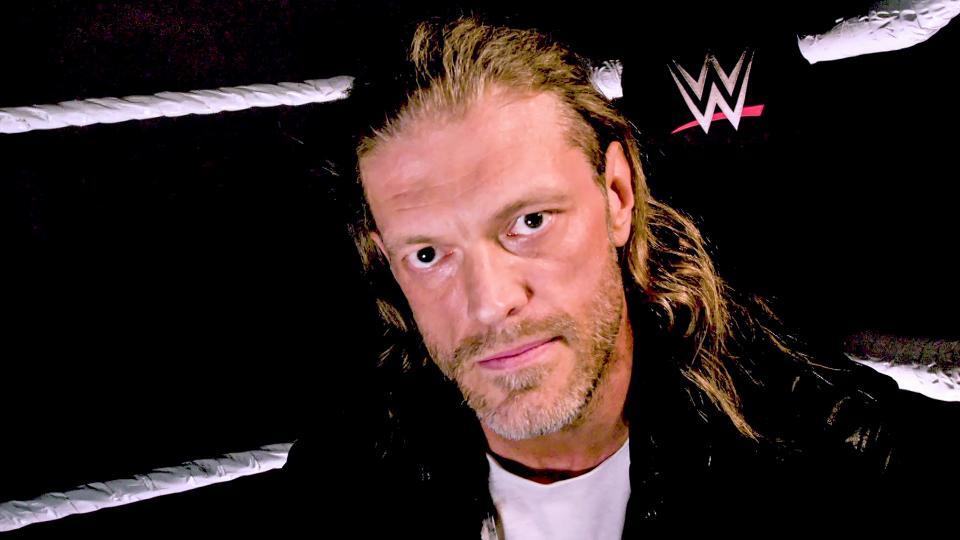 Edge anunciando su entrada a Royal Rumble