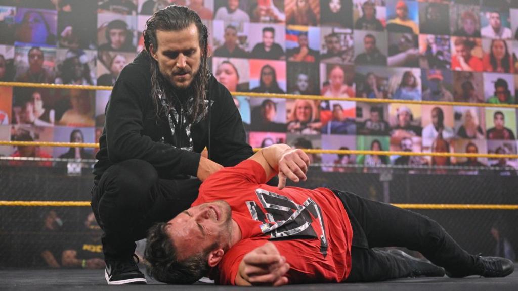 Adam Cole tras atacar a Roderick Strong