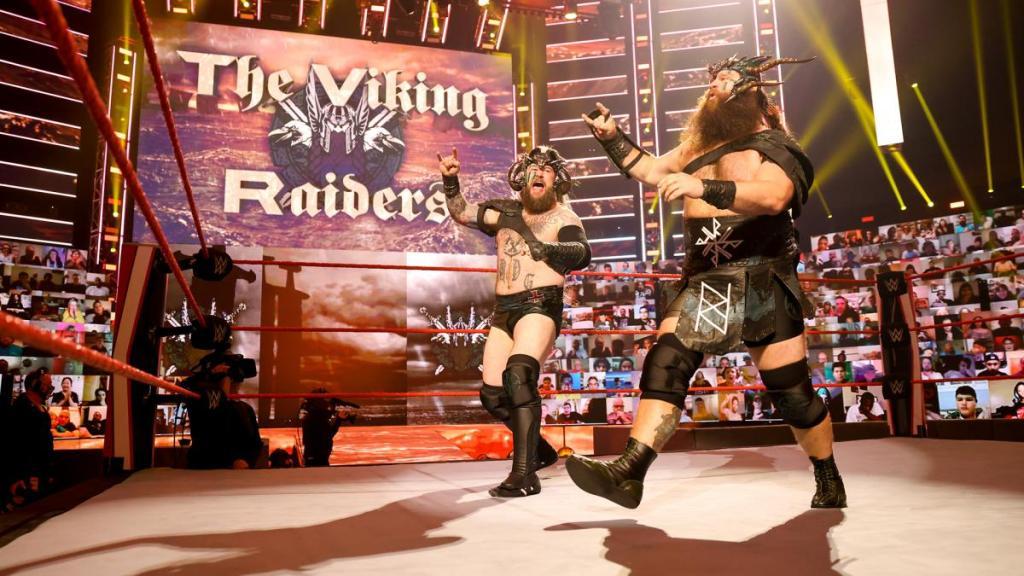 The Viking Raiders en Raw