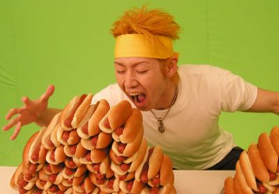 takeru-kobayashi-with-hot-dogs.jpg