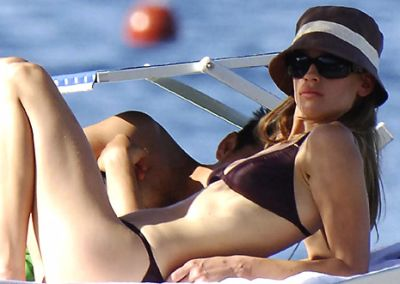 hilary-swank-sexy-bikini-on-boat.jpg