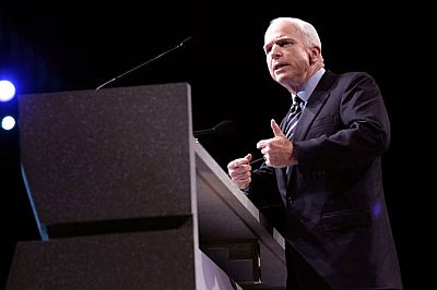 john-mccain-giving-speech-president-campaign.jpg