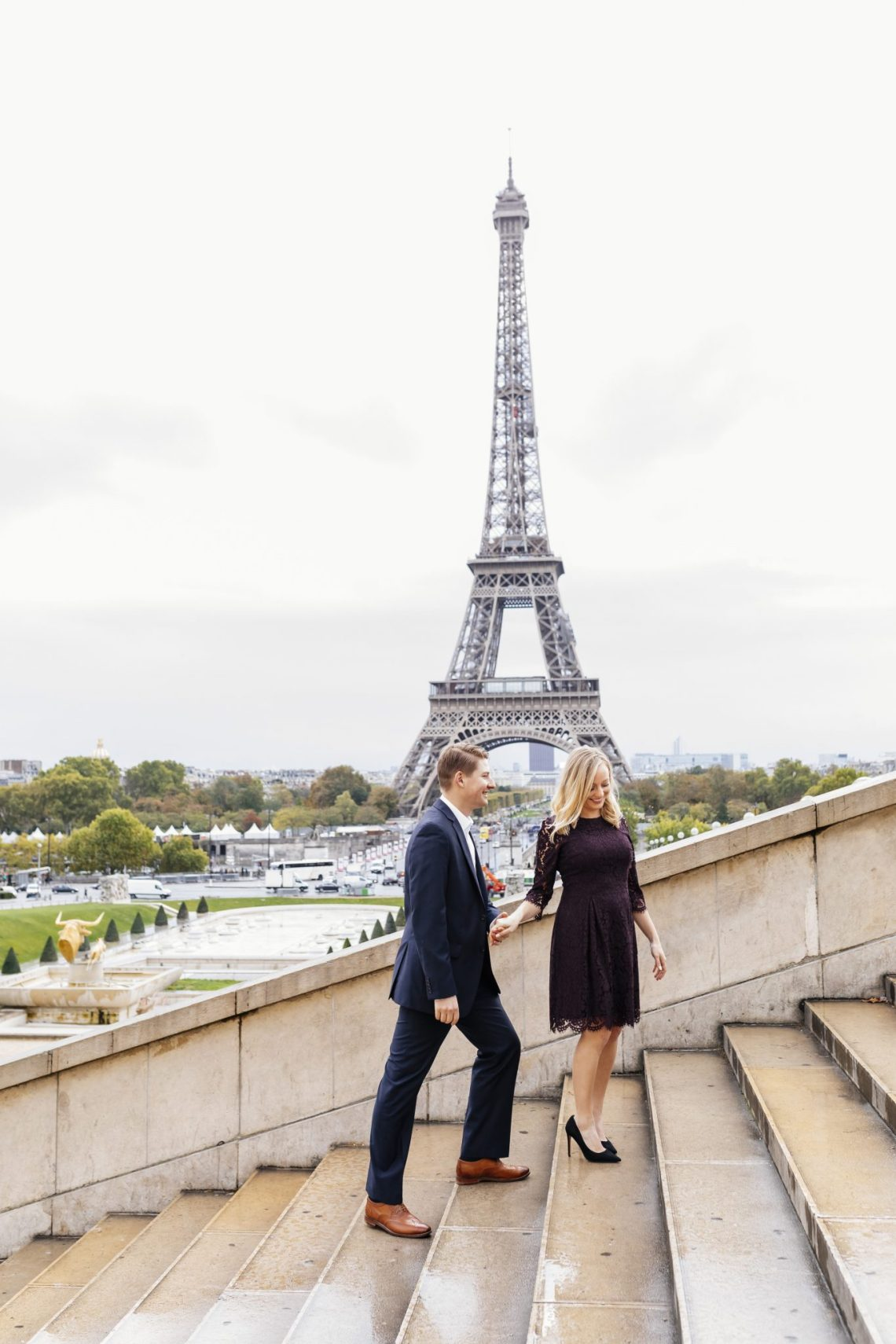Couple photo Eiffel tower stairs