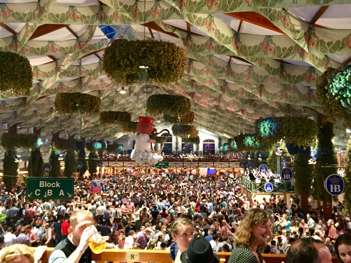 How to make a reservation at Oktoberfest