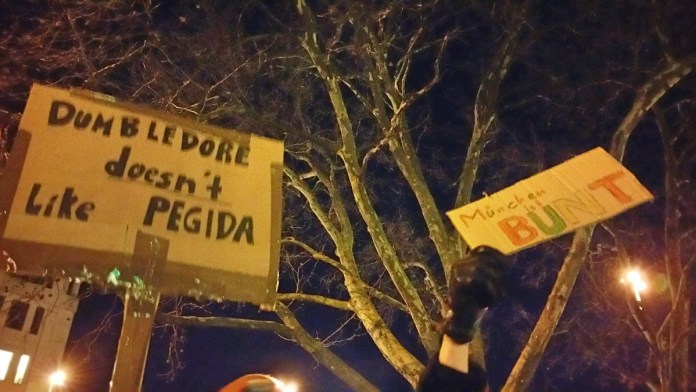 Signs held by local anti-Pegida protesters -- munichFOTO / Jeffrey Ely