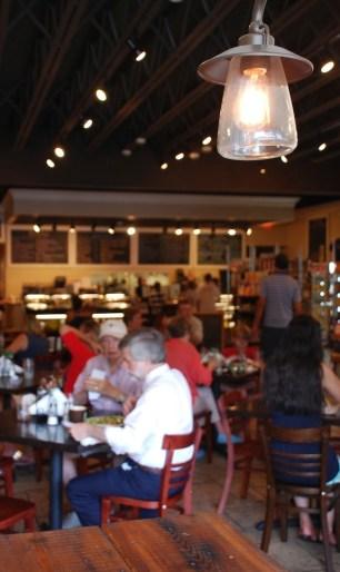 Bull Street Gourmet, Interior