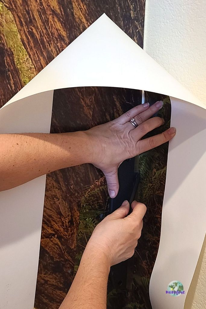 trimming wallpaper mural