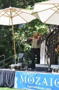 Fiddler: Edwin Huizinga performs.