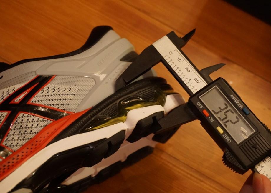 ゲルカヤノ26の靴底の厚さ(後ろ足部/ミッドフットからかかと)