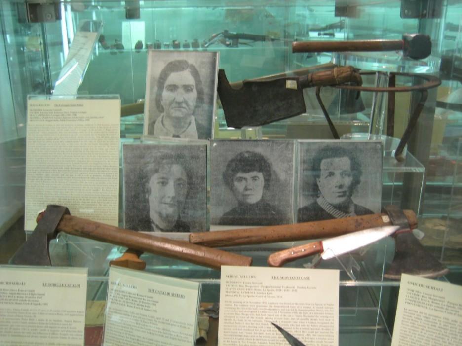 artefatos usados no crime, estão no museu de criminologia em Roma