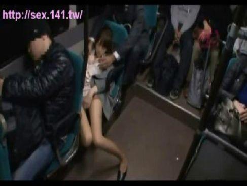 仕事で疲れバスの中で寝てた美巨乳OLが痴漢師に襲われトイレに連れ込まれる無理矢理犯している動画
