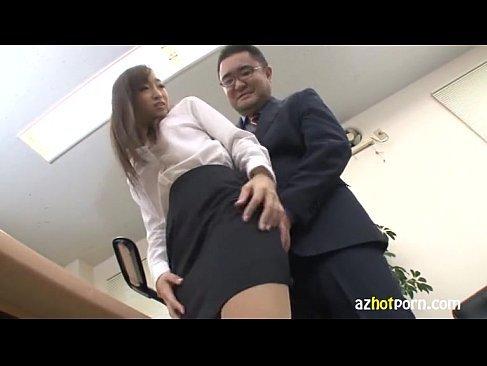 変態エロ上司にお尻や巨乳を揉まれるセクハラを受ける美人OLのれイプ 動画 38.5度無料
