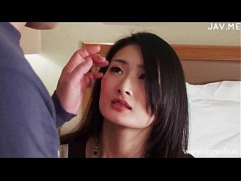 弱みを握られて成す術もなく蹂躙される黒髪美人妻のれイプ 動画 38.5度 動画