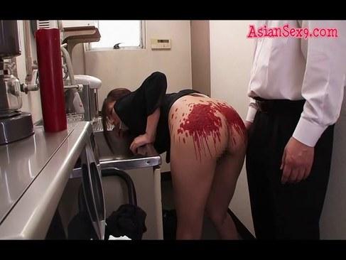 給湯室でSMプレイを強要され悶えてる美人OLが悲惨なれイプ 動画 38.5度
