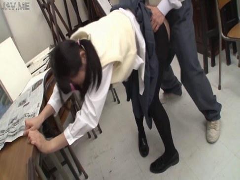 同級生にイラマチオされおまんこを突かれる地味系黒髪娘のれイプ 動画 38.5度無料