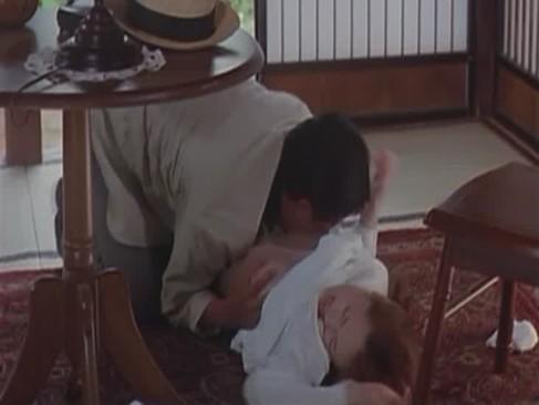 住み込みの家政婦をしてる美人お姉さんが変態息子に無理矢理犯されてしまうレイプ動画