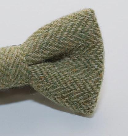 Donegal Tweed Bow Apple Oatmeal DSC