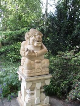 Balinesische Statue draußen