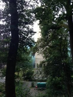 Blick zur Kirche St. Hedwig