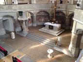 Blick runter in den Altarraum