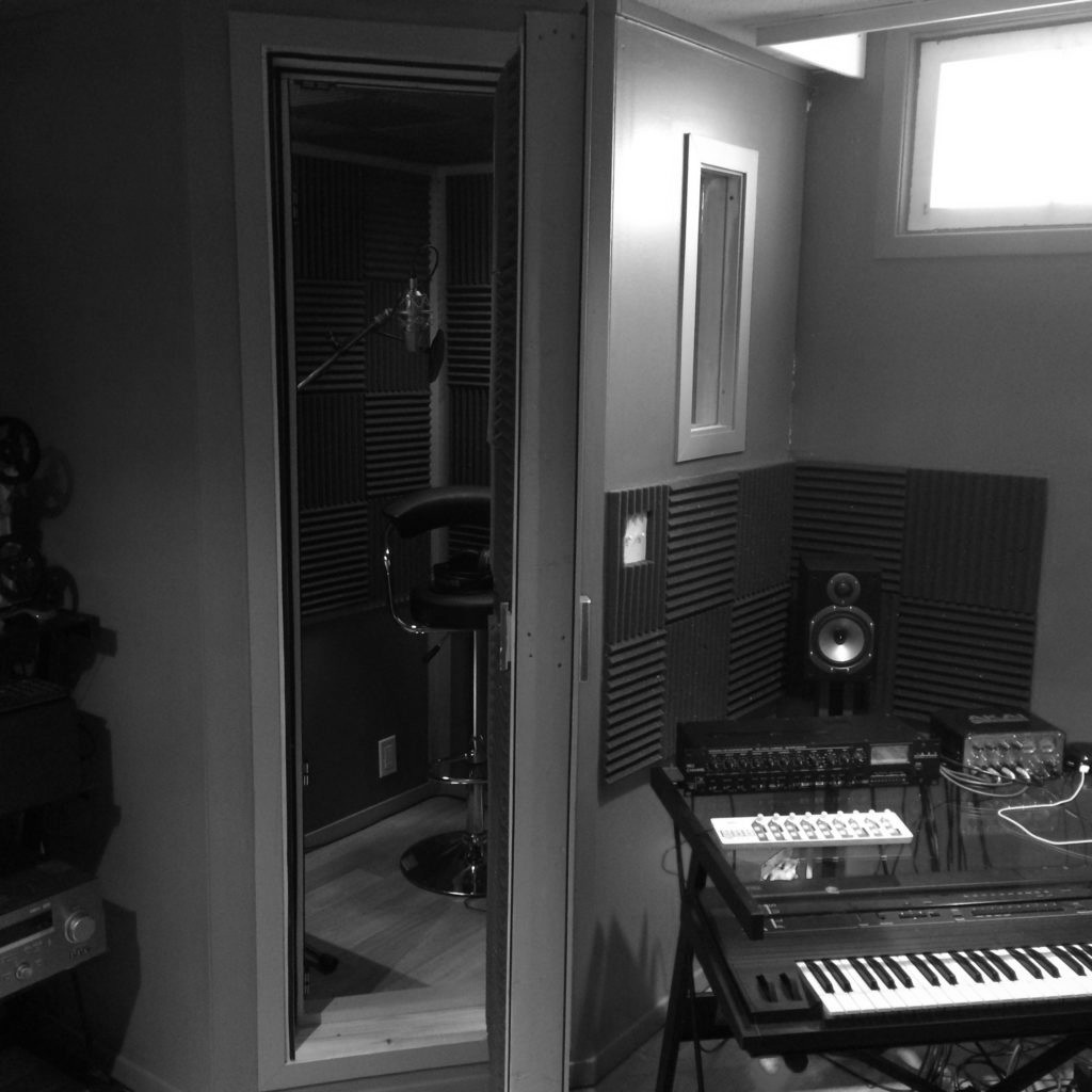 Exterior of the 500-dollar DIY vocal isolation recording booth
