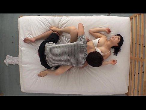 地味カワな黒髪ギャルが初めてのセックス撮影で静かに喘いでるおまんこな無収正クラブ(