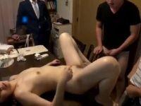 【熟女人妻】家事に追われながら10人の息子達の性処理をしていく人妻熟女の動画