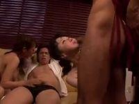 【おばさん】隣に住む姉妹夫婦が夫と浮気しながらスワッピングしていく熟女セックス動画