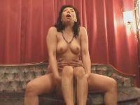 【熟女人妻】夫同伴でAV出演する50代後半の長身おばさんの本気セックスのhitozumashiro