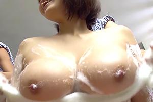 「コラー!いたずらっ子!」女湯に忍び込んで巨乳お姉さんに中出し!の画像です