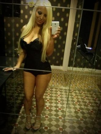 Blondie Fesser Posando