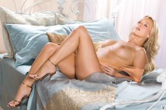 Heather Knox tacones dorados 2