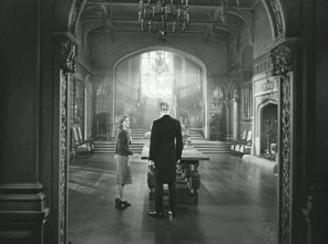 Joan-Fontaine-in-Manderleys-Great-Hall-Rebecca