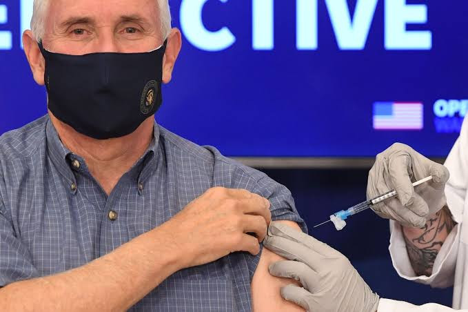 US VP Mike Pence gets covid-19 vaccine on live TV (photos/video)