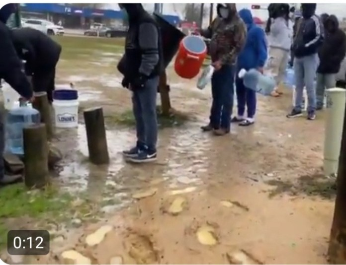 Residents of Houston line up to fill containers from a public tap as power outage extends for days, making it impossible to supply water to homes (video)