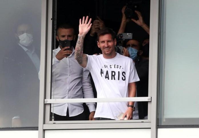 Lionel Messi receives hero