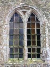 Fenêtre sud chapelle de Donville 15è siècle