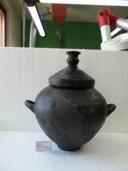 Restauro dei reperti ceramici da una tomba di età arcaica rinvenuta a Serravalle di Chienti (MC)