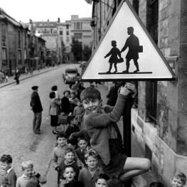 Robert Doisneau, Les écoliers de la rue Damesme, 1956 © Atelier Robert Doisneau
