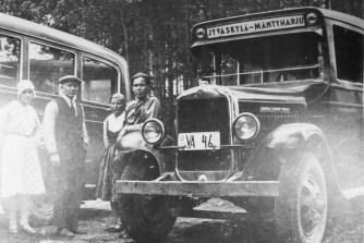 Postilinja-auto reitillä Jyväskylä-Mäntyharju. Kuva: Mäntyharjun museo.