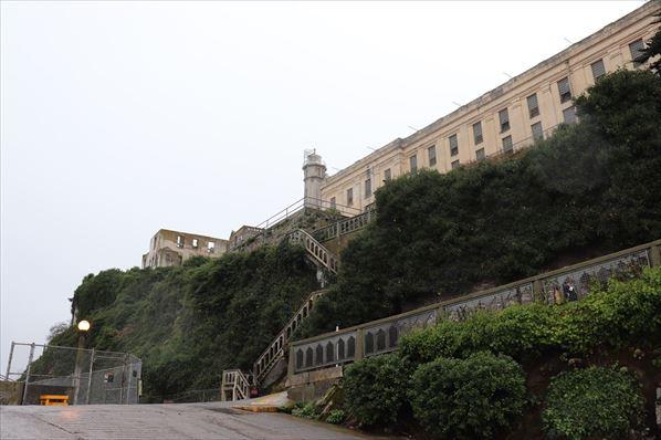 丘の上にある刑務所