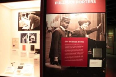 南部からシカゴに来る黒人も多く、その重要な働き口がポーターだったようです。Pullmanは人名