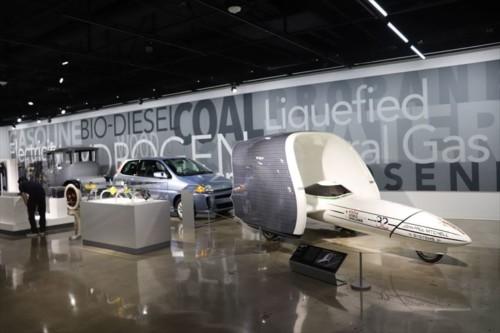 未来の自動車に関する展示